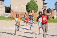 Vrolijke kinderen in het township Motherwell