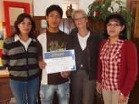 11 Afstuderen Richard met Dolores en Flor.JPG